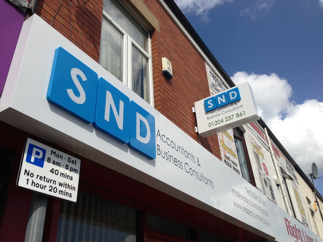 Dibond tray sign with stand off logo.